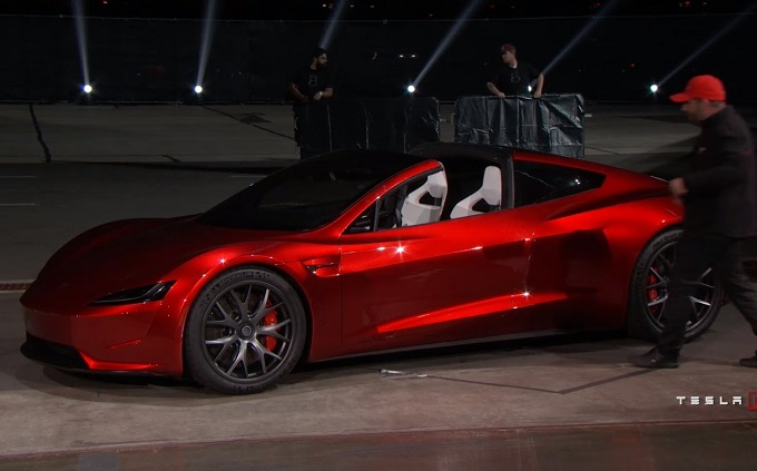 Tesla Roadster 2: l'accelerazione è fulminea [VIDEO]