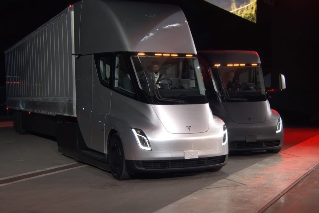 Tesla Semi Truck Elon Musk >> Tesla Semi Truck, ecco il camion elettrico con 800 km d ...