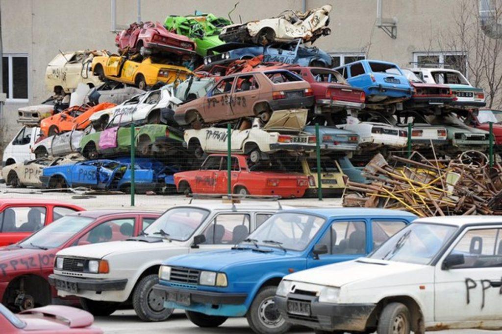 Demolizione auto: la guida per evitare problemi