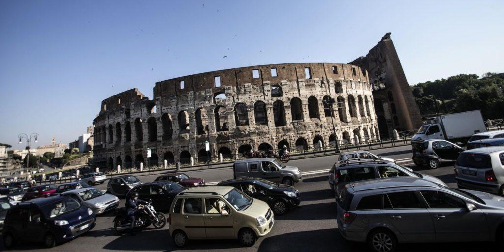 Roma, è allarme guida sicura: il 22% non indossa le cinture