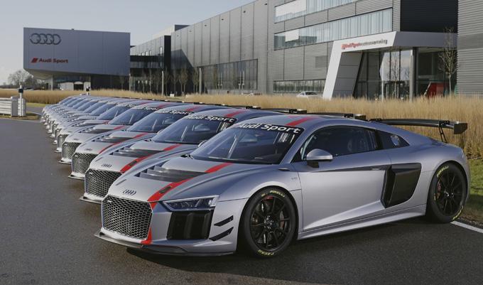 Audi R8 LMS GT4: consegnati i primi 12 esemplari ai team clienti