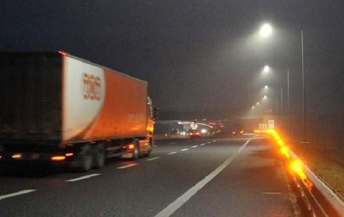 Tangenziale Est Esterna di Milano, si accende la scia salva-vita con 2.000 LED antinebbia