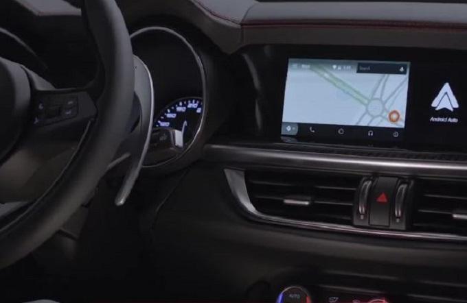 Alfa Romeo Stelvio Quadrifoglio: connettività al top con Apple CarPlay e Android Auto [VIDEO]