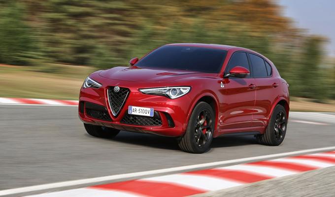 Alfa Romeo Stelvio Quadrifoglio: un SUV dallo scatto bruciante [VIDEO]