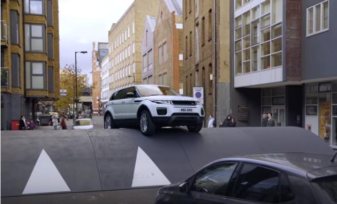 Range Rover Evoque: gli ostacoli in città si superano così [VIDEO]