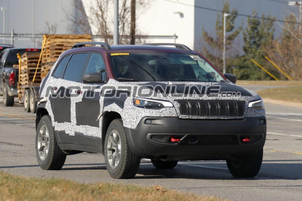 Jeep Cherokee MY 2019 foto spia 7 dicembre 2017