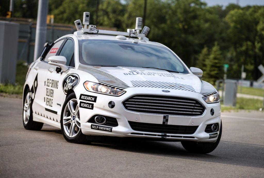 Ford sostiene l'alimentazione ibrida come soluzione ideale da affiancare alla guida autonoma