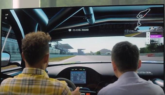 Lewis Hamilton passa dalla pista al virtuale con Gran Turismo Sport [VIDEO]