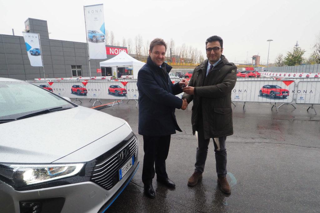 Hyundai consegna una Ioniq ibrida al Comune di Bologna [FOTO]