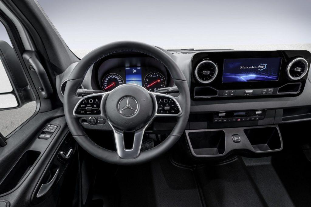 Mercedes Benz: ecco gli interni del nuovo Sprinter [FOTO]