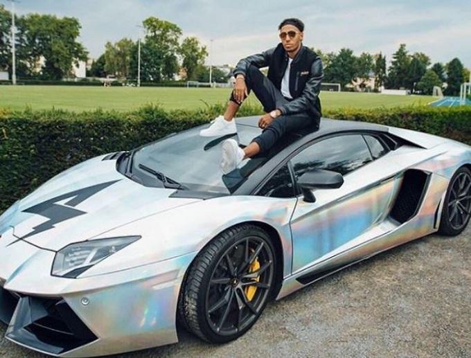 Lamborghini Aventador, il calciatore del Borussia Dortmund Aubameyang vende la sua