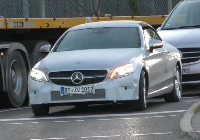 Mercedes Classe C Cabrio: il nuovo modello catturato in strada [VIDEO SPIA]