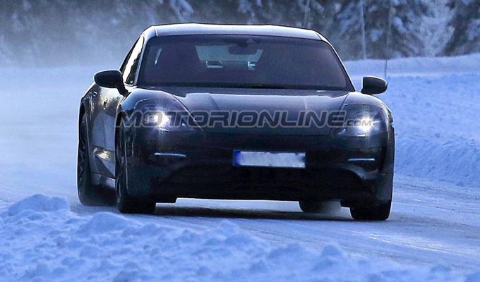 Porsche Mission E: potrebbe essere proposta in tre livelli di potenza [FOTO SPIA]