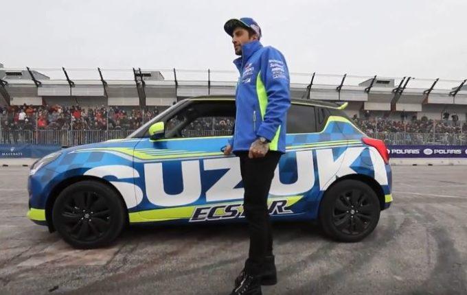 Andrea Iannone al volante della Suzuki Swift [VIDEO]
