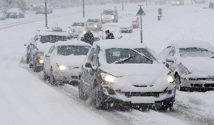 Guidare sulla neve: 11 consigli per farlo in sicurezza
