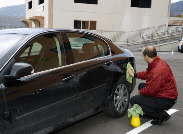 Lavaggio auto a secco: ecco come si fa