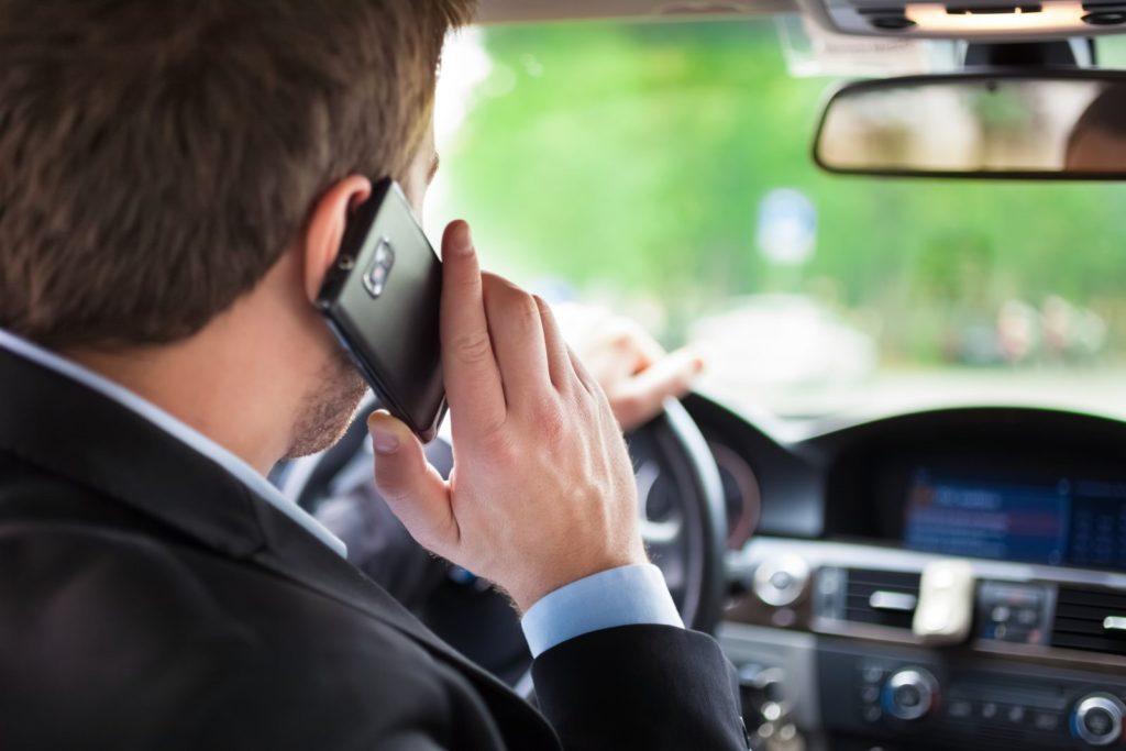 Telefonate alla guida, si va verso il raddoppio delle multe