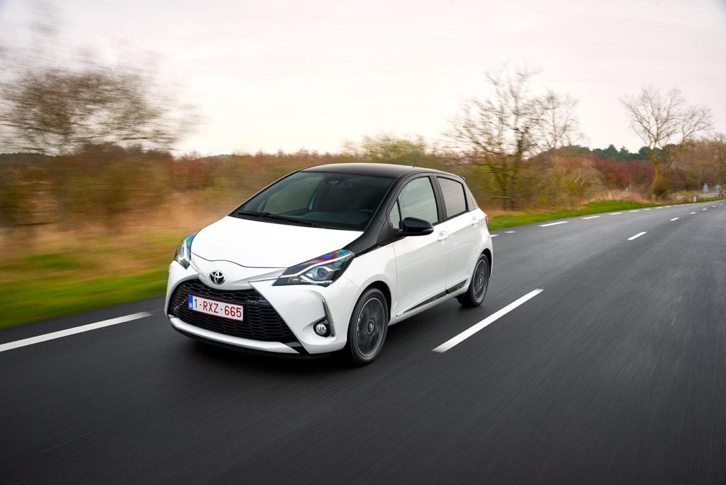 Toyota ha consegnato due Yaris e due Auris ibride al Comune di Genova