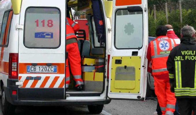 Incidente sull'A21: camion in fiamme, due bambini tra le sei vittime