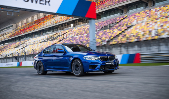BMW M5: tempi da record su circuito di Shanghai