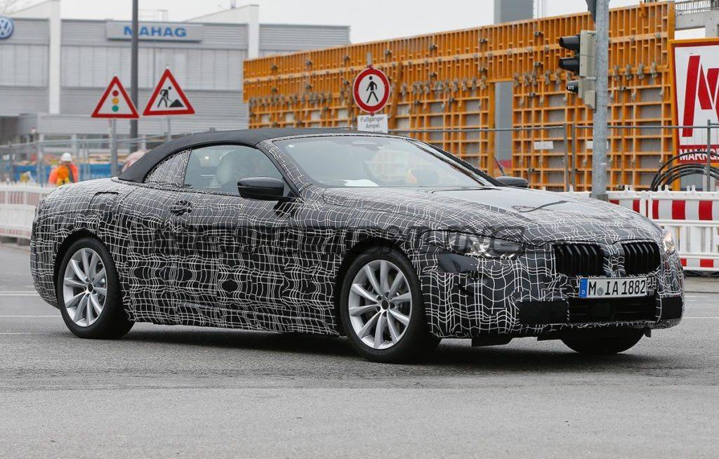 BMW Serie 8 Cabrio pizzicata durante i collaudi [FOTO SPIA]