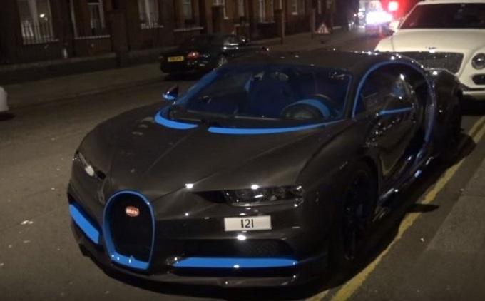 Bugatti Chiron avvistata a Londra con esclusiva livrea in fibra di carbonio [VIDEO]