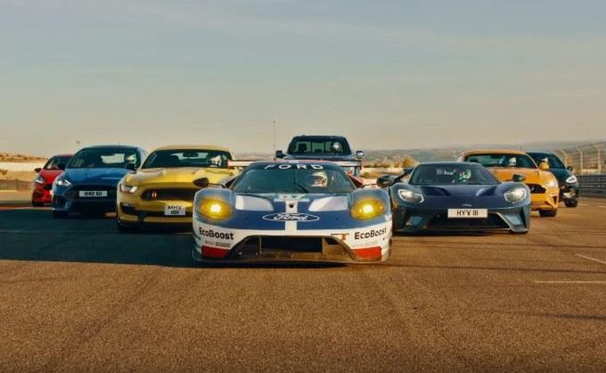 Otto modelli della gamma Ford Performance si sfidano in pista [VIDEO]