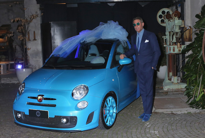 Cracco sposa Rosa Fanti: Lapo Elkann regala loro la sua 500 Abarth Blu Gradient