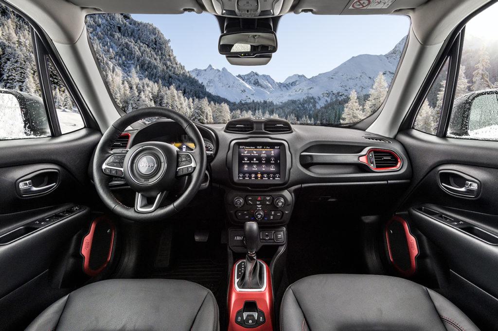 Jeep renegade my 18 pi connessa tecnologica e funzionale for Interno jeep renegade