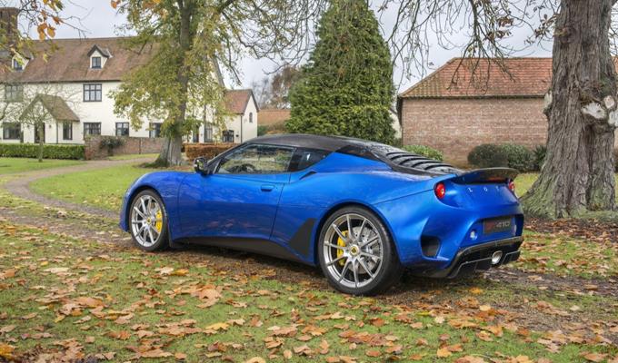 Lotus Evora GT410 Sport: una nuova definizione di vivace dinamismo [FOTO]