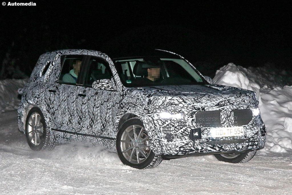 Mercedes GLB: il nuovo Suv compatto è già su strada [FOTO SPIA e RENDERING]