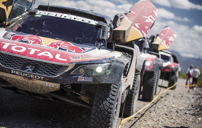 Peugeot alla Dakar, 13^ tappa: Sainz intravede il successo, sterzo rotto per Peterhansel [SPECIALE DAKAR]