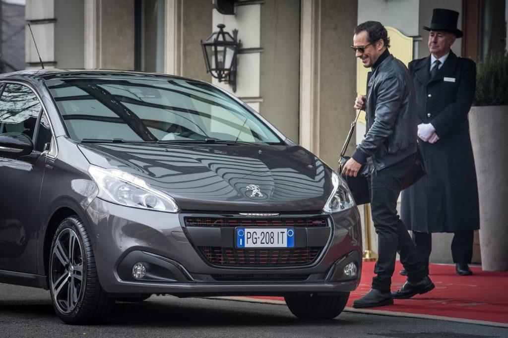 Peugeot 208, l'esaltazione della tecnologia nel nuovo spot con Stefano Accorsi e Debora Franchi
