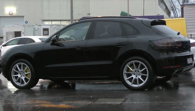 Porsche Macan MY 2019: filmato in strada il restyling [VIDEO SPIA]
