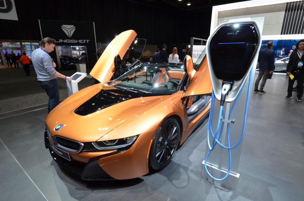 BMW i8 Roadster, la sportiva a cielo aperto al Salone di Detroit 2018 [VIDEO LIVE]