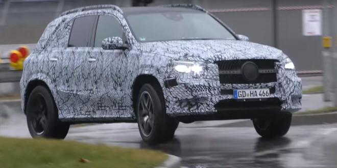 Mercedes GLE, spiata nel traffico la prossima versione AMG ibrida [VIDEO]
