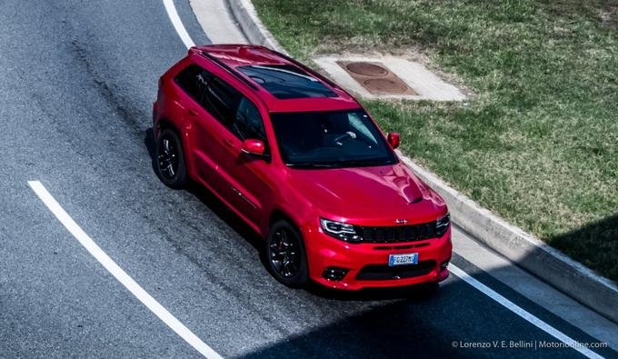 JEEP Grand Cherokee SRT V8 HEMI: un mostro di potenza e cattiveria [PROVA SU STRADA]
