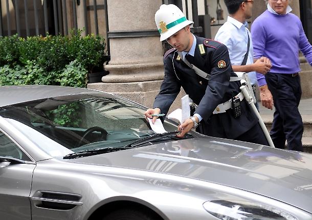 Milano, sviste e ritardi nelle multe: in 2 anni 105mila verbali annullati
