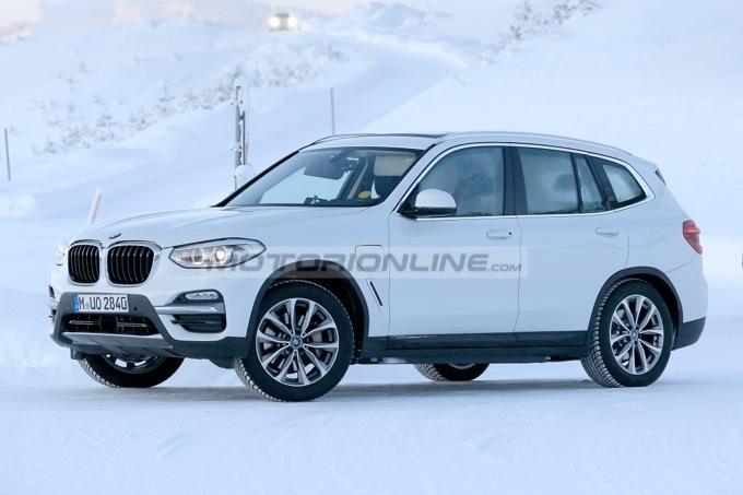BMW iX3: primo avvistamento dell'elettrica [FOTO SPIA]