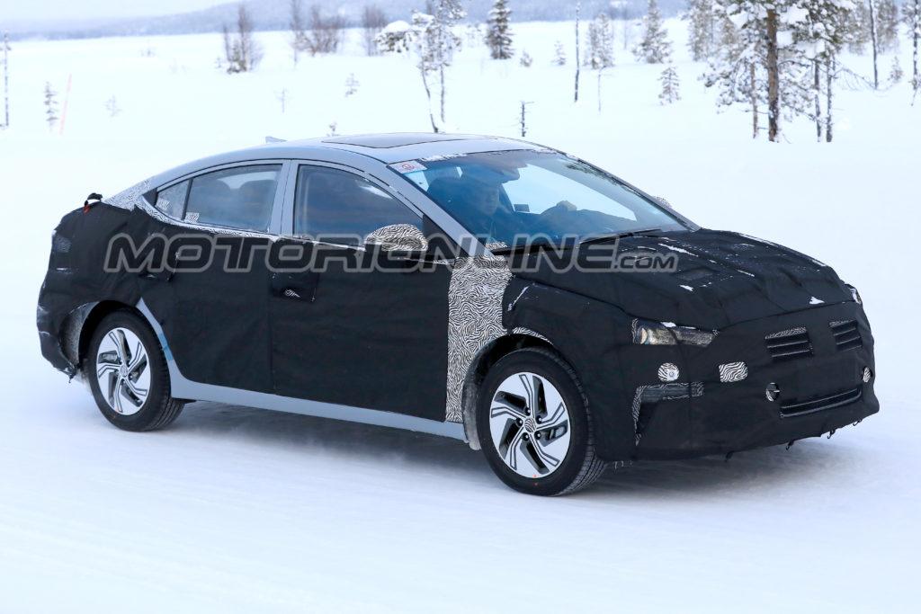 Hyundai Elantra EV foto spia 6 febbraio 2018