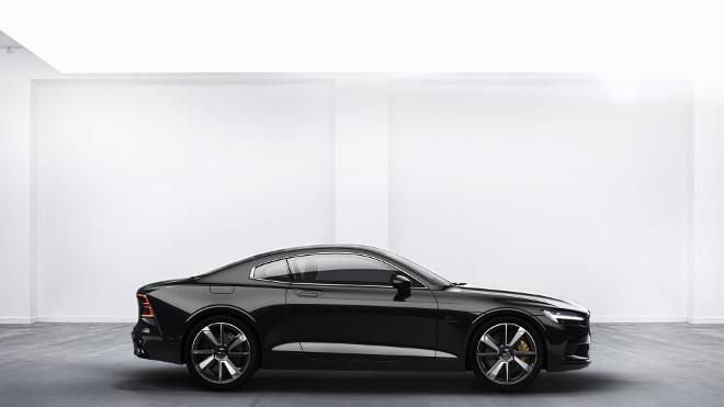 Volvo Polestar 2, ha la Tesla Model 3 nel mirino