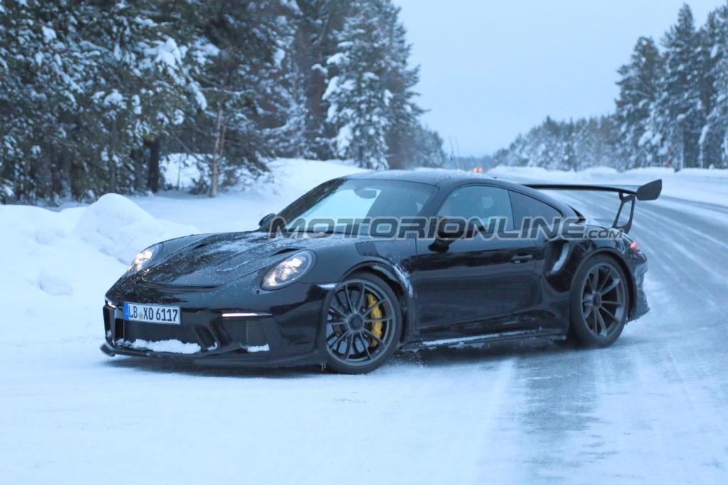 Porsche 911 GT3 RS: il nuovo modello immortalato senza camuffature [FOTO SPIA]