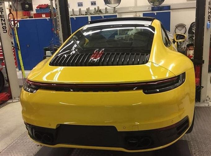 Nuova Porsche 911: online la prima immagine che la mostra senza veli [FOTO LEAKED]