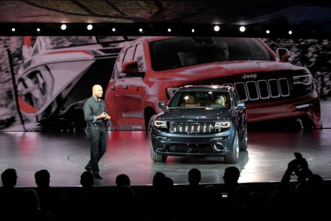 Il capo del design di FCA è intervenuto eroicamente in una scena di un incidente, usando una Jeep