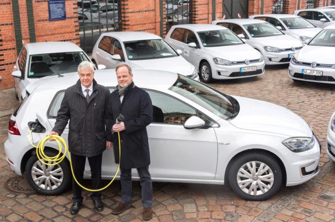 Volkswagen punta sull'elettrico: 50 e-Golf consegnate alla città di Amburgo