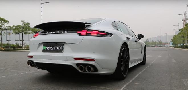 Porsche Panamera, con l'Armytrix non passa inosservata [VIDEO]