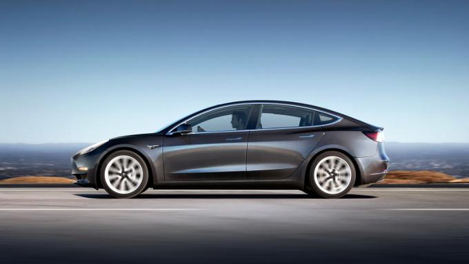 Tesla, in attesa del sistema di produzione automatizzato per la Model 3