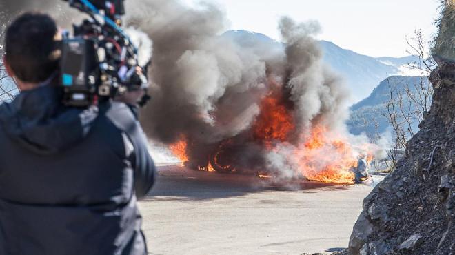 Top Gear, Chris Harris ed Eddie Jordan sono riusciti a scappare dall'auto in fiamme