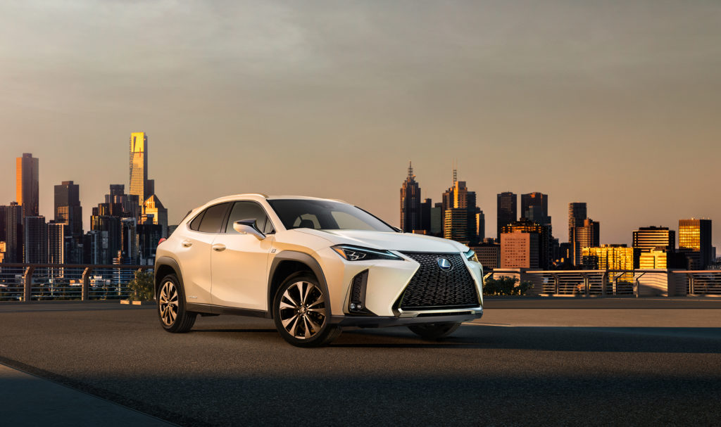 Lexus UX: prime immagini del nuovo crossover [VIDEO]
