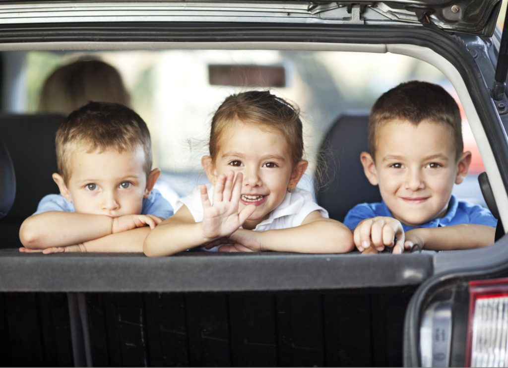 Viaggiare in auto con i bambini: i passatempi per non farli annoiare